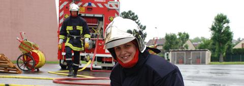 Deux sapeurs-pompiers de l'Essonne en manoeuvre