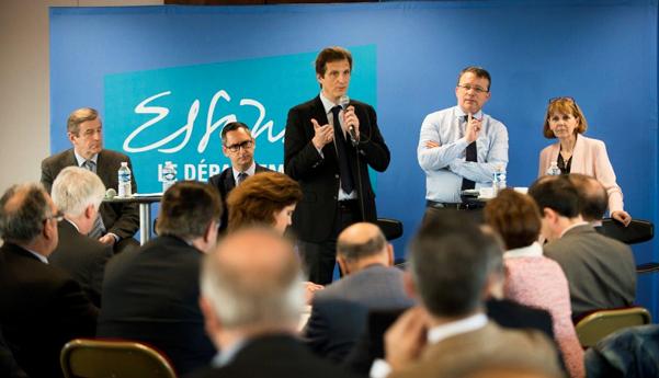 De g. à droite, M.Revel, journaliste, P. Imbert, VP délégué au développement économique, J. Chartier, 1er VP à la Région délégué à l'économie et à l'emploi, F. Durovray, président et J. Chevalier, Préfète de l'Essonne