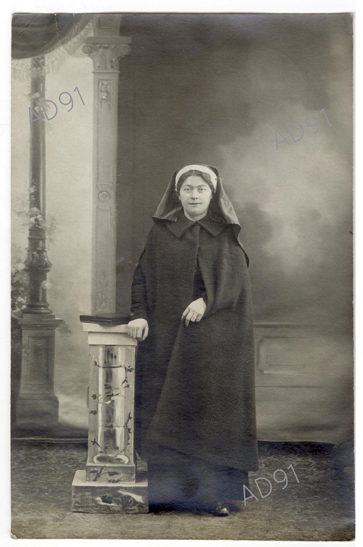 1 - Clémence Giraux, 1914. (032NUM048/001)
