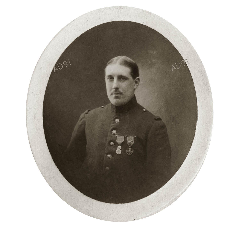 1 - Portrait d'André Larcher en militaire, photographie. (032NUM019/012)