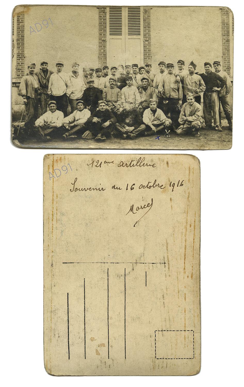 2 - Marcel Rogé et ses compagnons du 121e régiment d'artillerie à Fontainebleau, 16 octobre 1916. (032NUM044/002)