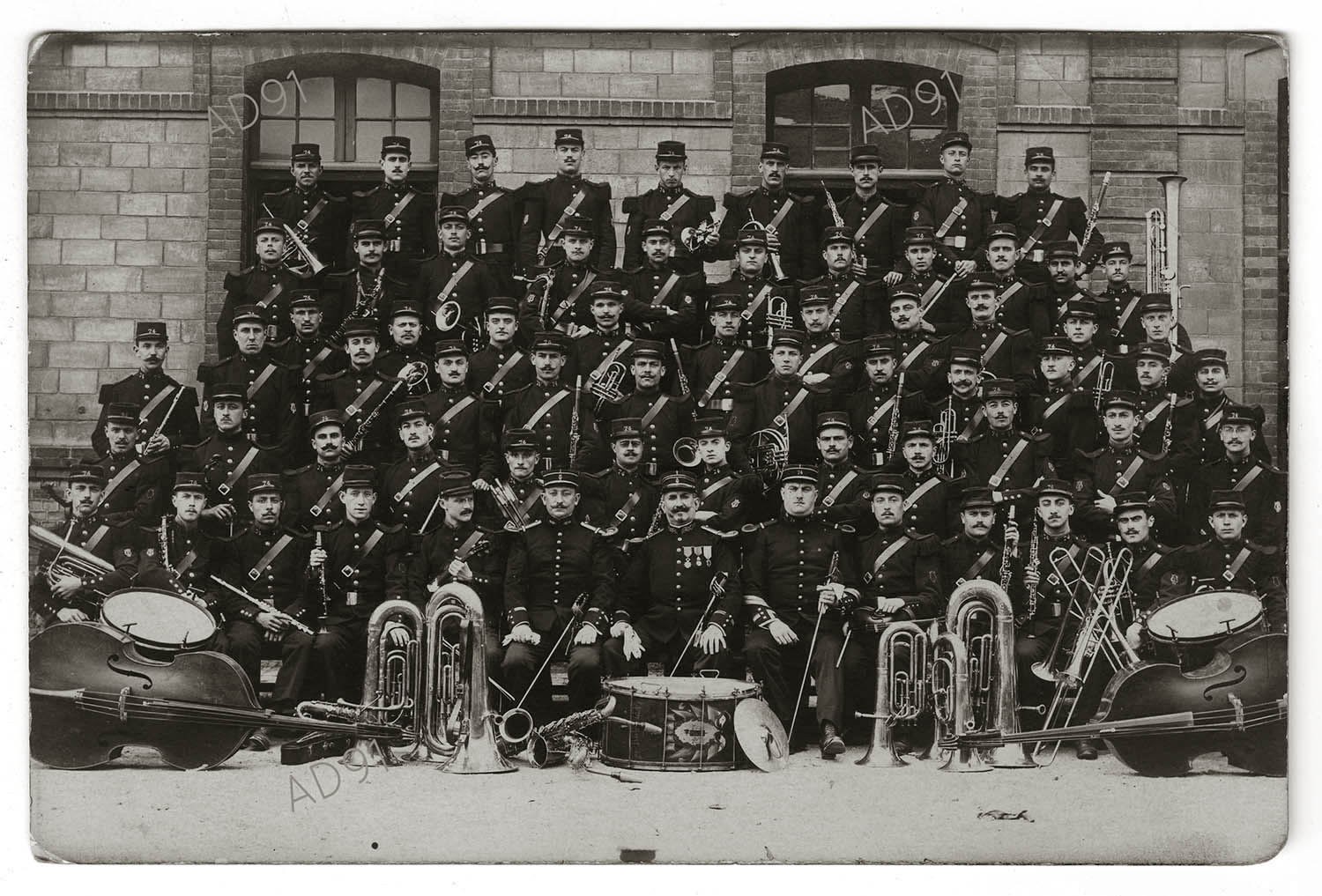 4 - Groupe de soldats musiciens du 74e régiment d'infanterie, carte  photographique. (032NUM019/004).