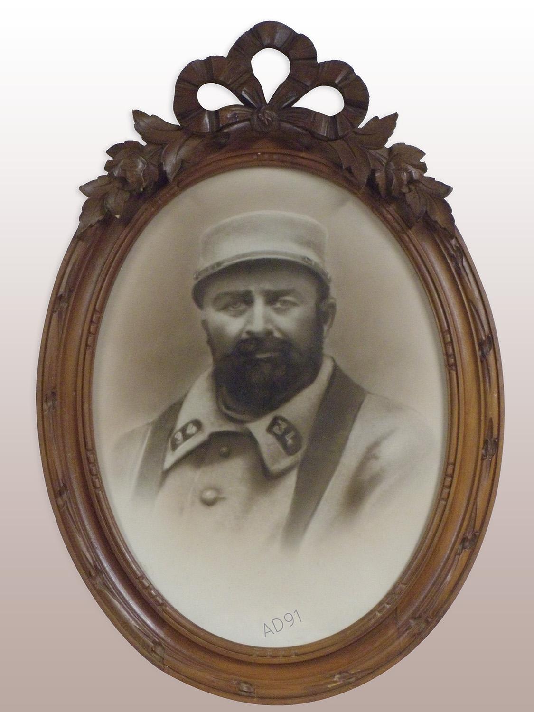 5 - Portrait encadré d'Emile Morchoisne en soldat, 1915. (032NUM041/29)