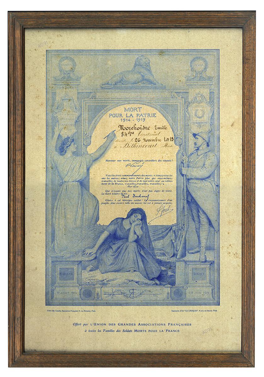 6 - Emile Morchoisne « Mort pour la patrie le 26 novembre 1915 à Béthincourt (Meuse) », affiche encadrée offerte par l'Union des grandes associations françaises à toutes les familles de soldats morts pour la France. (032NUM041/30)