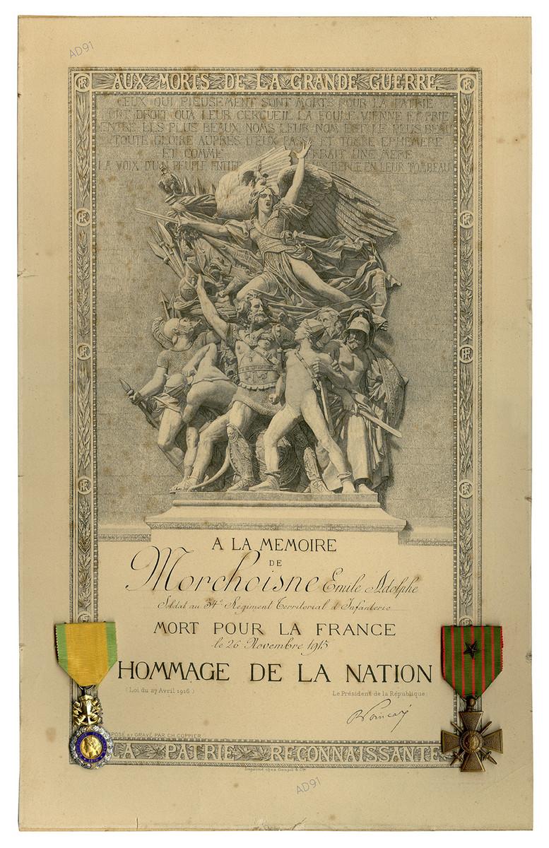 7 - Hommage de la nation accordé à Emile Morchoisne, affiche avec médaille militaire et croix de guerre avec étoile. (032NUM041/32)