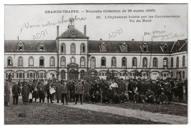 9 - Orphelinat de Grande-Trappe transformé en lieu de convalescence pour les blessés de guerre, où s'y trouve André Larcher, 1915. (032NUM019/14)