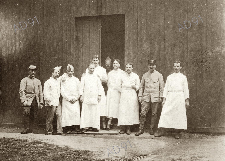 10 - Médecins et chirurgiens. (032NUM048/43)