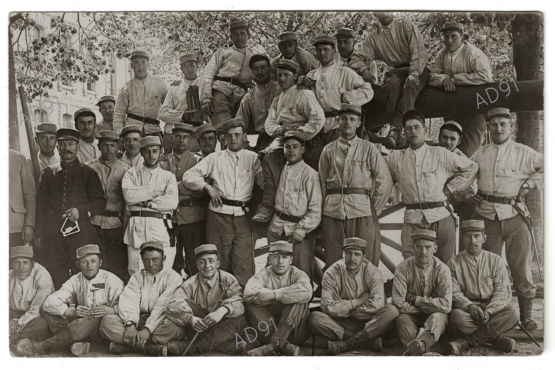 14 - Groupe de jeunes soldats en formation à Arnouville-lès-Gonesse dont fait partie Marcel Larcher, 1916. (032NUM019/018)