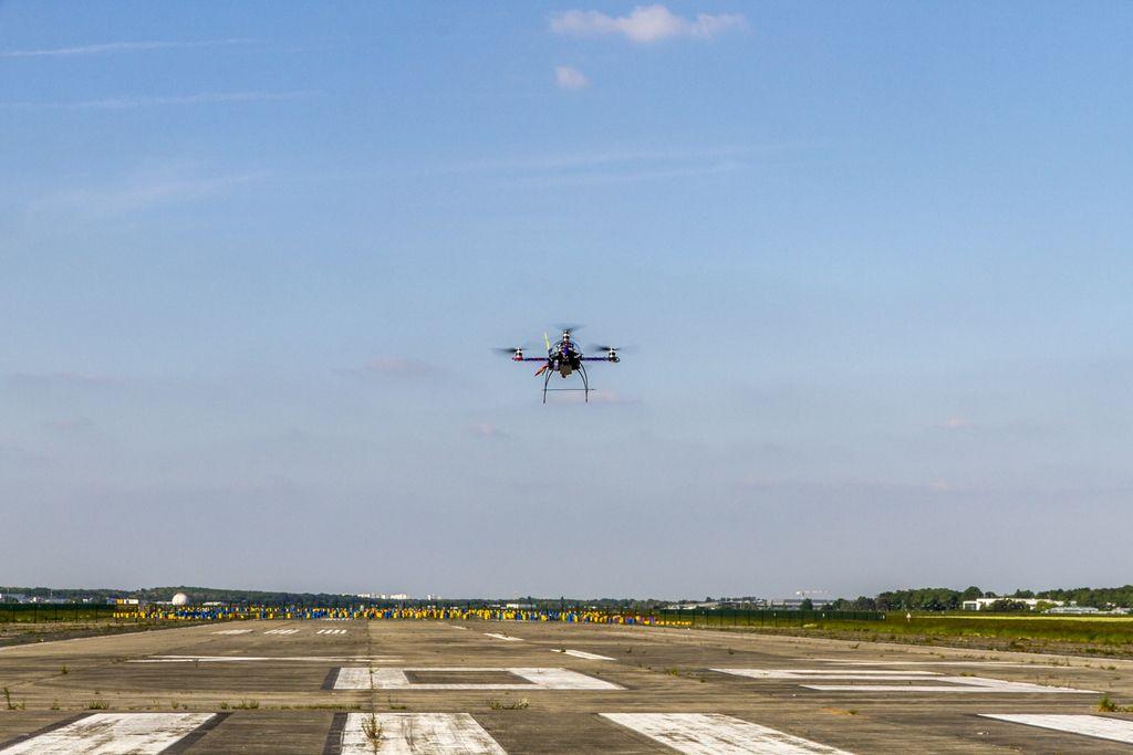 Commander avis drone elit'copter et avis parrot drone on wheels